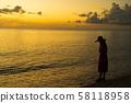 日落日落女性日落剪影 58118958