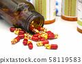 Pellets in transparent hard gelatin capsule. 58119583