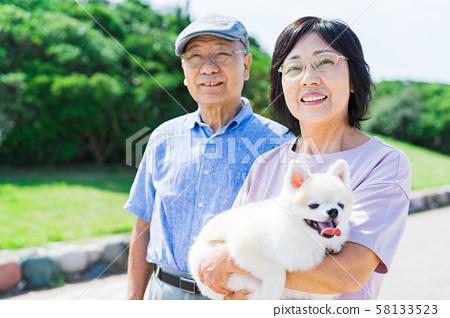 年長夫婦(公園,狗,寵物,步行 58133523