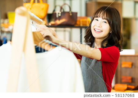 여성 점원 아르바이트 접객 의류 귀여운 캐주얼 58137068