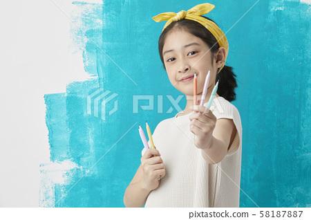 女童绘画 58187887
