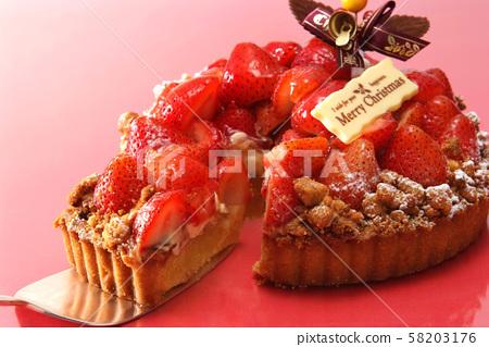 식품 케이크 과자 크리스마스 크리스마스 케이크 홀 케이크 딸기 과일 케이크 음식 58203176