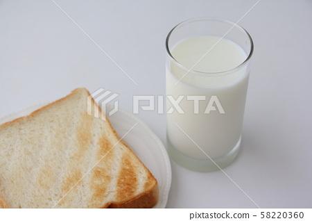 Toast and milk 58220360