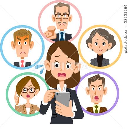 無法在智能手機上進行交流的女商人 58253264