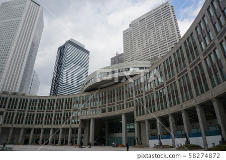 도쿄 도의회 의사당과 신쥬쿠 부도심의 고층 빌딩 58274872