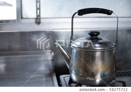 A kettle 58275722