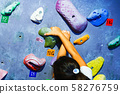 [볼더링] 보루다 스튜디오에서 여자 초등학생 등산이 어려운 과제에 도전하는 장면 (파트 컷) 58276759