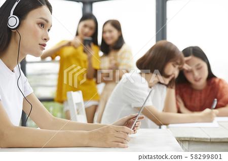 여성 대학생 공부 58299801
