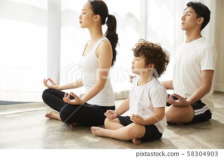 家庭生活方式瑜伽 58304903