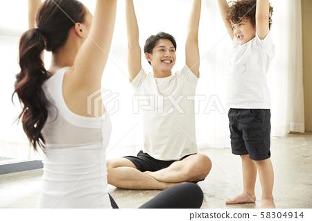 家庭生活方式瑜伽 58304914