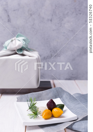 Concept of Korean traditional objects, wrapping cloth and refreshments. 021 58326740