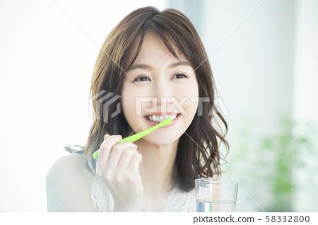 Beauty toothpaste 58332800