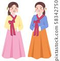 치마 저고리를 입고있는 여성 58342750