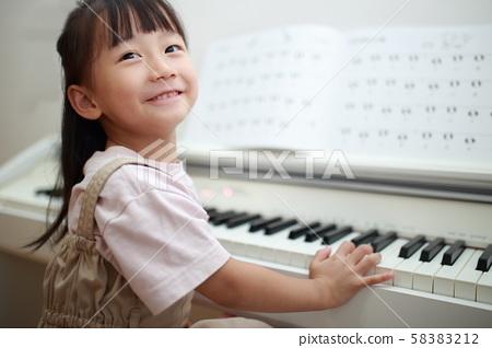 鋼琴(音樂課堂練習課鍵盤樂器父母育兒育兒女孩人副本空間) 58383212