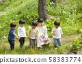 孩子們在自然中玩耍 58383774