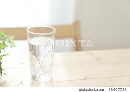 礦泉水健康飲食脫水預防 58407781