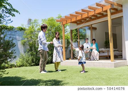 세 가족, 푸른 하늘, 정원, 놀이, 마이 홈 58414076