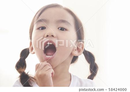 女孩肖像 58424000