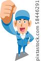 穿著藍色工作服的男人舉起拳頭 58446291