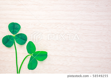 Clover leaf and wood grain message board 58549255