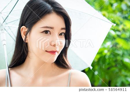 妇女生活方式雨天 58564911