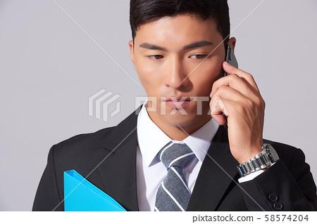 남성 비즈니스 통화 58574204