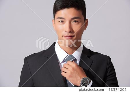 남성 비즈니스 서비스업 58574205