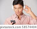 남성 라이프 스타일 음악 58574404