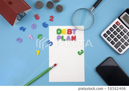 債務計劃,硬幣,房屋和計算器 58582406
