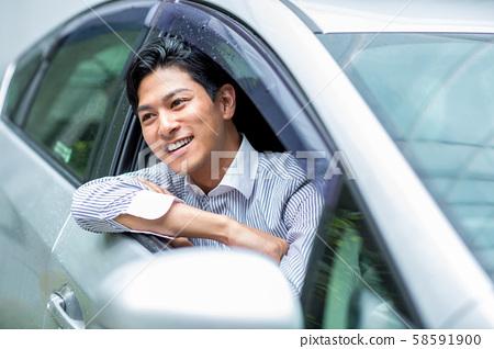 一個人騎著一輛車 58591900