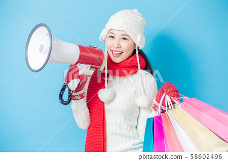 asian woman hold shopping bags 58602496