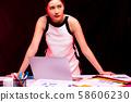 여성 비즈니스 부정적인 장면 58606230