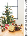크리스마스 선물 및 트리 58612000