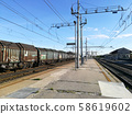 Train tracks perspective view 58619602