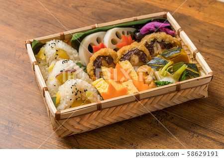Picnic lunch (outdoor bento) 58629191