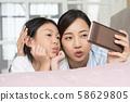 부모와 자식 라이프 스타일 스마트 폰 58629805