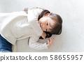 蹣跚學步的女孩畫像 58655957