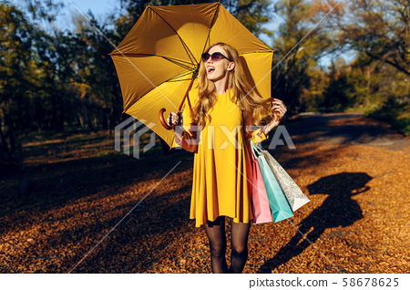 Beautiful stylish young woman, in autumn clothes, 58678625