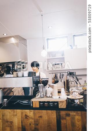 카페 직원 아르바이트 58809719