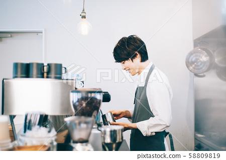 카페 직원 아르바이트 58809819