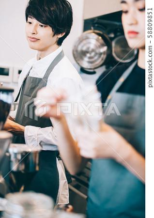 카페 직원 아르바이트 58809851