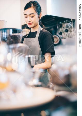 카페 직원 아르바이트 58809965