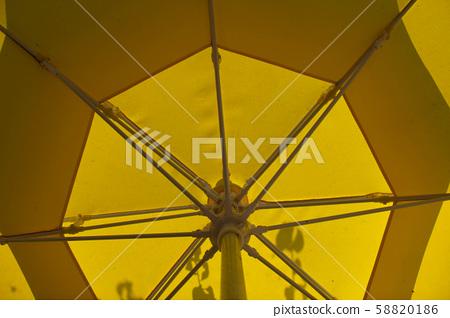 노란색파라솔 58820186