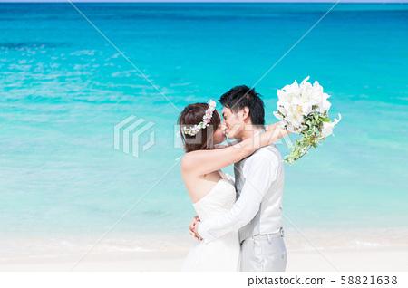 신부 바다 웨딩 키스 58821638