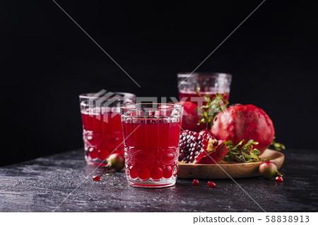 Pomegranate juice 58838913