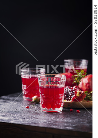 Pomegranate juice 58838914