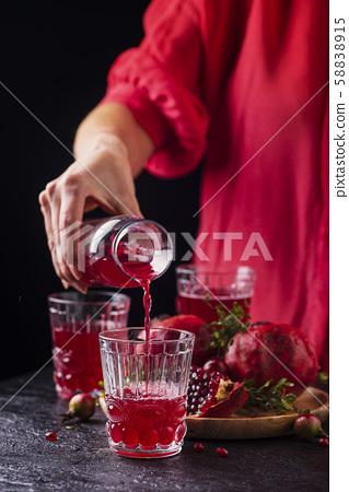 Pomegranate juice 58838915
