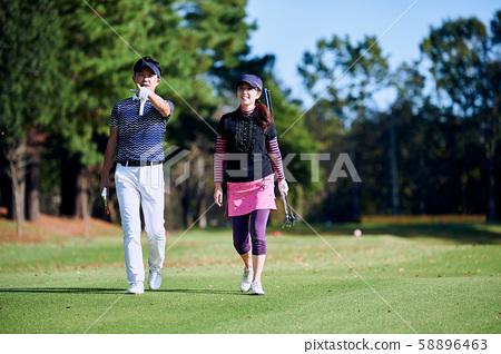 高爾夫男女步行 58896463