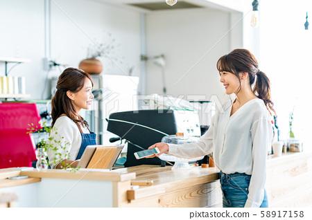 一家咖啡館 58917158