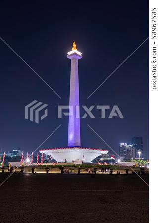 莫納斯,印度尼西亞雅加達,夜景,垂直構圖 58967585
